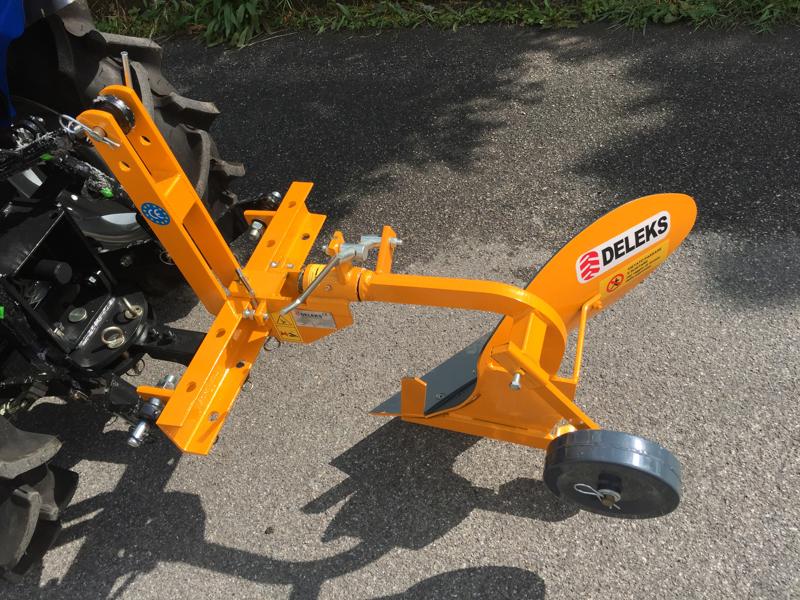 charrue-monosoc-dp-18-pour-micro-tracteur-type-iseki-kubota
