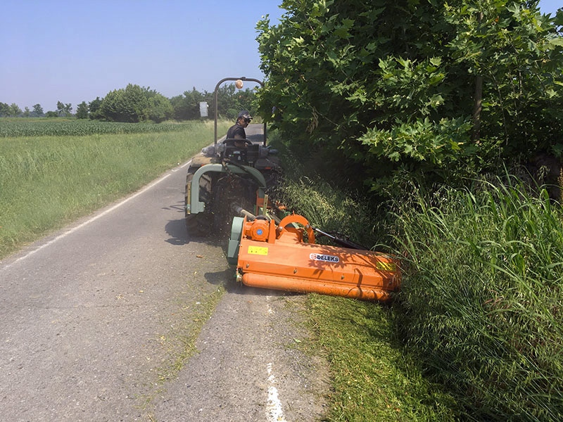 broyeur-d-accotement-avec-boitier-intérieur-pour-tracteur-fruitier-deleks