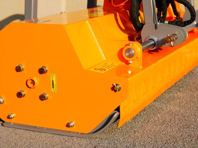 broyeur-à-marteaux-rino-160-robuste-avec-déport-hydraulique-pour-tracteur