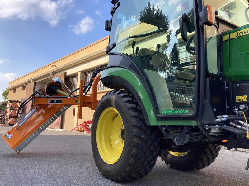 broyeur-d-accotement-série-légère-à-marteaux-pour-tracteur-mod-volpe-165