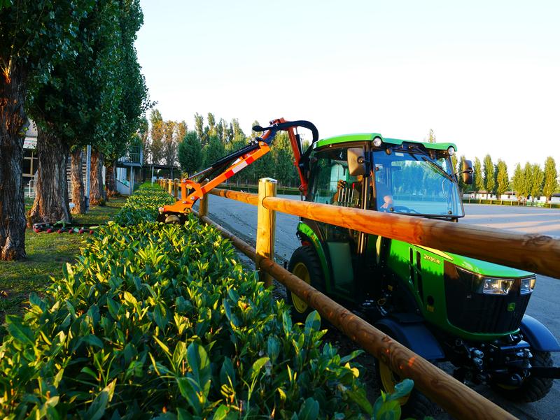 taille-haie-hydraulique-pour-tracteur-à-partir-de-20cv-mod-falco-180-h